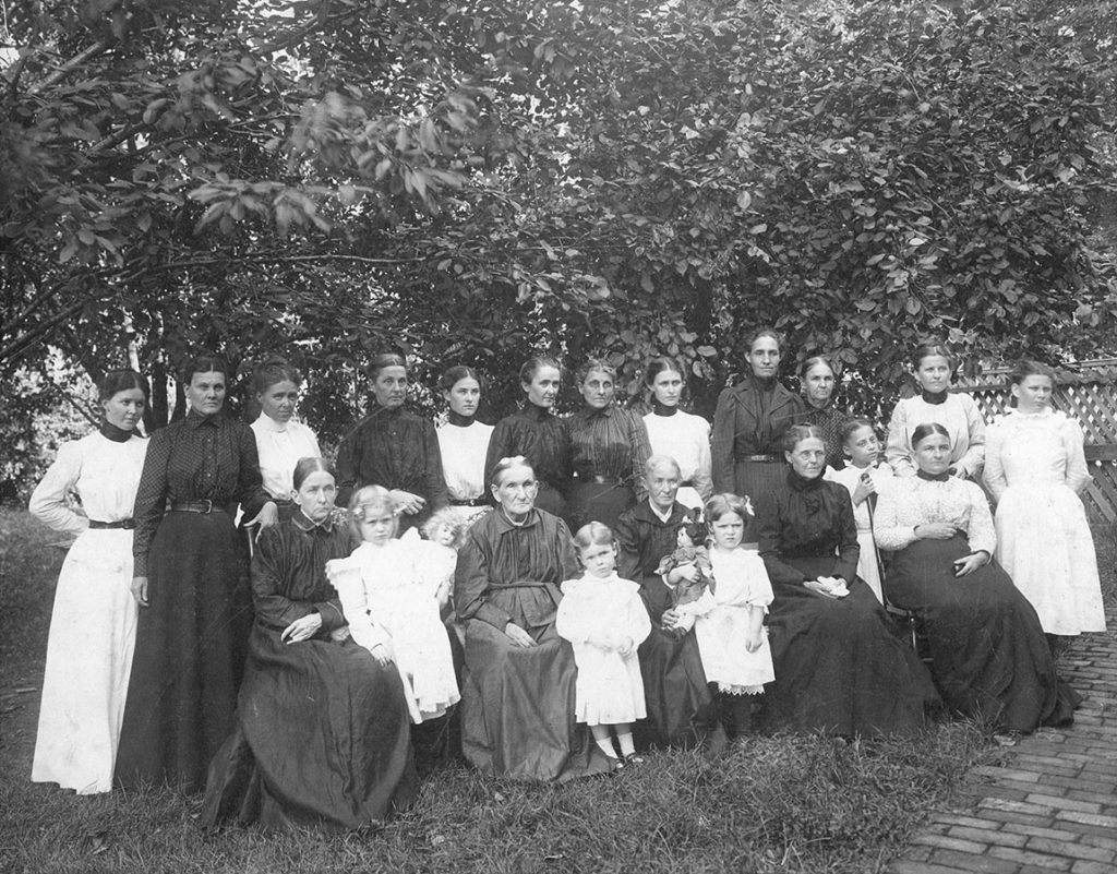 Group portrait of the Woman's Commonwealth, ca. 1890. Woman's Commonwealth Archive. di_04689