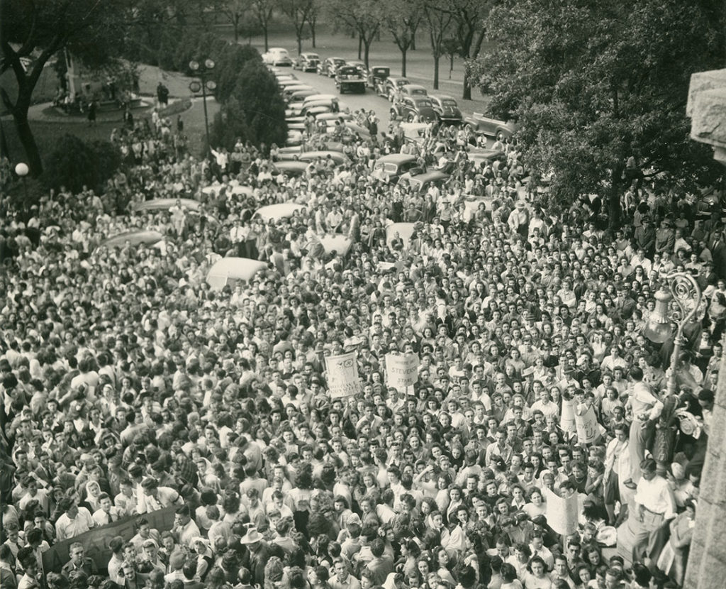Protestors outside of the Texas State Capitol showing support for recently fired University of Texas President Homer P. Rainey, November 1944. di_07976