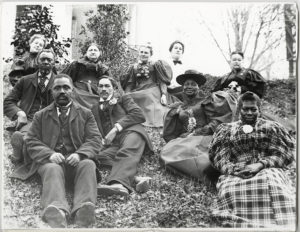 di_08903 Members of the Carpenter family and their house servants, Natchez, Mississippi, ca. 1870s. Thomas and Joan Gandy Photograph Collection. di_08903