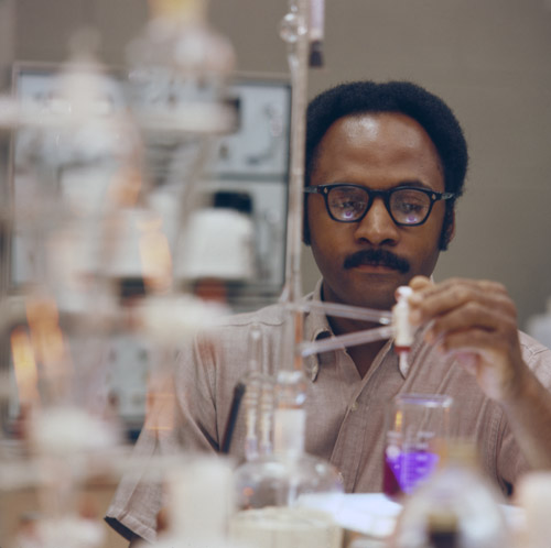 Chemist working at Mobil Oil Corporation's research facility in Princeton, New Jersey, 1976. ExxonMobil Historical Collection. di_06506
