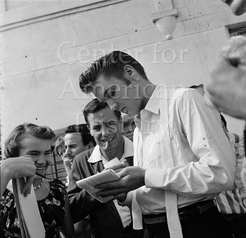 Elvis Presley with fans in Tampa, Florida, August 1956. Bruce Roberts Photographic Archive. e_br_0228