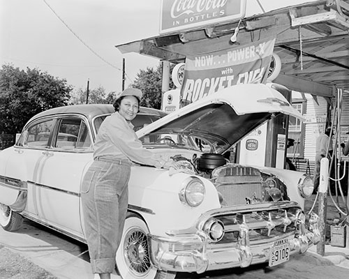 Service station owner Annie Carr Mercer, 1955. R.C. Hickman Photographic Archive. di_0776